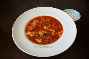Pasta-bonensoep; soep; bord soep; Italiaanse soep