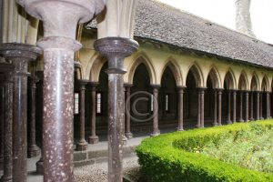 Kloostertuin Le Mont-Saint-Michel; eiland Normandie; abdij Frankrijk