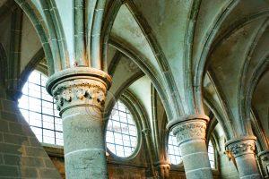 Zuilengang Le Mont-Saint-Michel; eiland Frankrijk; abdij Normandie